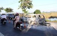 Phát hiện nhiều vết máu và hung khí nơi ô tô 7 chỗ cháy trơ khung
