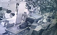 Khách Trung Quốc lại làm rối sân bay Cam Ranh