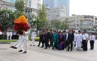 Lãnh đạo TP HCM dâng hương Chủ tịch Hồ Chí Minh