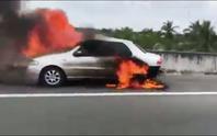 Cháy xe 4 chỗ trên đường cao tốc TP HCM -Trung Lương