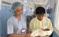 Trên mổ u não, dưới mổ bắt con cứu thai phụ bị ung thư