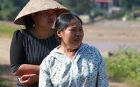 Nhói lòng mẹ mỏi mòn đi dọc suối gọi tên con gái và cháu ngoại