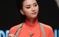 Ngô Thanh Vân đẹp cuốn hút trong áo dài xưa