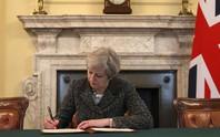 Thủ tướng Anh ký thư chính thức khởi động Brexit