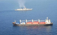 Trực thăng Ấn Độ giúp tàu Trung Quốc chặn cướp biển