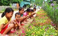 Đẹp ngỡ ngàng con đường hoa ở miền quê Nghệ An