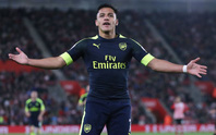 Sanchez lập kỷ lục ghi bàn sân khách ở Premier League