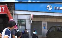 Táo tợn cạy phá trụ ATM bất chấp camera an ninh