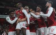 Man United hồi sinh ở League Cup, sao 18 tuổi cứu Arsenal