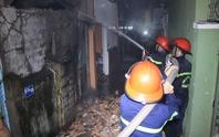 Hỏa hoạn trong đêm, một căn nhà bị thiêu rụi hoàn toàn