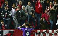 Zidane chỉ trích fan Sevilla làm tổn thương Ramos