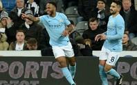Chích chòe tặng quà, Man City độc diễn sân cỏ Ngoại hạng Anh