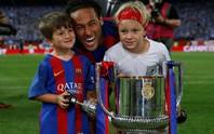 Loạt ảnh con sao Barcelona đáng yêu ở Cúp Nhà vua