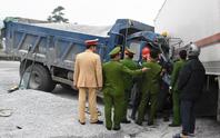 3 ô tô tai nạn liên hoàn, cắt cabin đưa tài xế nguy kịch ra ngoài