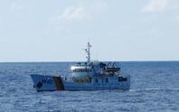 Tàu kiểm ngư bảo vệ ngư dân trước lệnh cấm phi lý của Trung Quốc