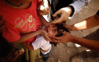Bé gái 11 tuổi đeo vàng bị cướp giật phăng