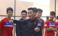 U22 Việt Nam chơi bóng rổ, Hồ Tuấn Tài cười rạng rỡ