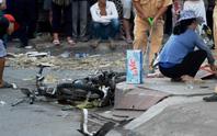 Đứng trên vỉa hè, người phụ nữ chết oan trước đầu xe bán tải