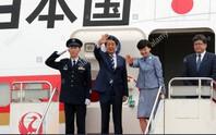 Máy bay của thủ tướng Nhật rớt vật lạ khi đang bay