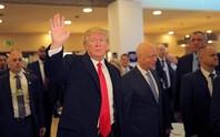 Ông Donald Trump lạ mà quen ở Davos