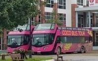 2 xe buýt 2 tầng xuất hiện tại trụ sở VFF, sẵn sàng đón U23 Việt Nam