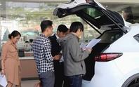 Đủ chiêu 'móc túi' người mua ô tô dịp Tết