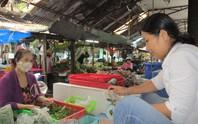 Rau sạch vẫn khó bán ở chợ