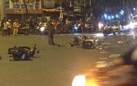 Ô tô tông xe máy văng la liệt ở Ngã tư Hàng Xanh, 1 người chết