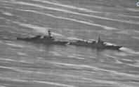 Lộ ảnh tàu Trung Quốc vượt đầu tàu Mỹ trên biển Đông
