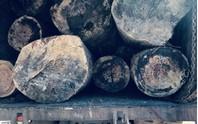 Bắt 3 xe tải chở gỗ lậu giữa ban ngày