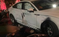 2 xe máy đi bão tông xế hộp Audi lúc rạng sáng, 4 người thương vong