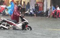 Đà Nẵng: Sau cơn mưa lớn, một số đường phố  lại tiếp tục biến thành sông