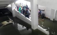 Cận cảnh giải cứu hàng loạt xế hộp tiền tỉ bị ngập nước ở Đà Nẵng