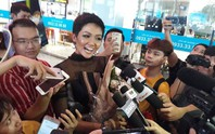 H'Hen Niê với ngày về rạng ngời sau khi vào tốp 5 Hoa hậu hoàn vũ thế giới