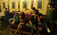 Cán bộ ngân hàng, giáo dục bay, lắc trong tiệc ma túy ở quán karaoke