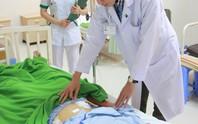Bệnh nhân suýt chết do đũa ăn cơm đâm thủng ruột non