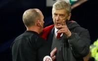 HLV Wenger: Trọng tài đã làm hư trận đấu