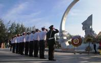 Rơi nước mắt dâng hương tưởng niệm chiến sĩ Gạc Ma