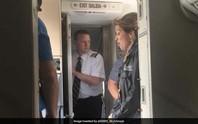 Thần kinh thép của nữ phi công cứu máy bay Mỹ nổ động cơ