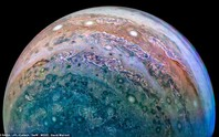 Cận cảnh chuỗi ngọc trai siêu bão trên Sao Mộc