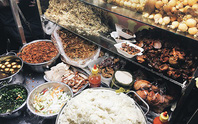 Xôi gà vỉa hè giá đắt bằng bát phở ở Sài Gòn