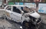Xe ô tô của sư trụ trì bất ngờ bốc cháy trơ khung vào rạng sáng