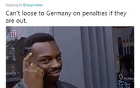 CĐV Đức dọa xử Ozil, người Anh sướng như vô địch World Cup