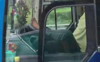 Xử nghiêm tài xế lái xe khách bằng chân trên cao tốc Trung Lương-TP HCM