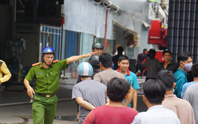 TP HCM: Cháy ngùn ngụt tại cơ sở sản xuất ghế sofa trên đường Trường Chinh