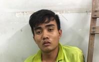 Tên cướp xe ôm bị chó nghiệp vụ tóm khi trốn trong đám lau sậy
