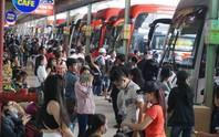 TP HCM: Dòng người ùn ùn đổ về bến xe để đi nghỉ lễ 2-9
