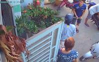 VIDEO: Tình làng nghĩa xóm tan nát vì chó thả rông!
