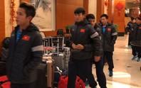 Đức Chinh đùa dai với Tiến Dũng trong ngày U23 được miễn tập luyện