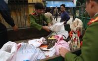 Bắc Ninh: Dân đổ xô đi nhặt đạn, 1 người bị nổ nát tay